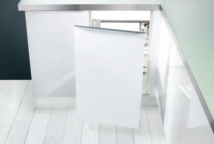 magic corner links mit korbset eckschrankbeschlag von kesseb hmer so. Black Bedroom Furniture Sets. Home Design Ideas